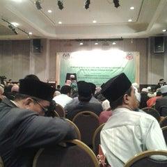 Photo taken at Dynasty Hotel by Pokpi F. on 4/2/2012