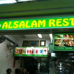 Photo taken at Al-Salam Restaurant by Nelson T. on 1/18/2011