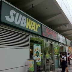 Photo taken at SUBWAY 大崎ニューシティ店 by Hide N. on 8/5/2011