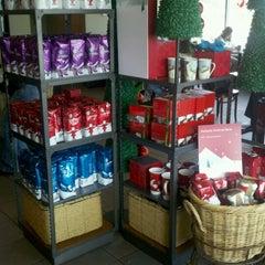 Photo taken at Starbucks by Jesus C. on 11/18/2011