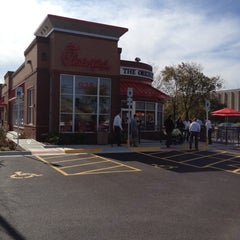 Photo taken at Chick-fil-A by Rick L. on 10/17/2011