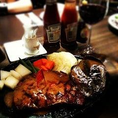 Photo taken at Chokchai Steakhouse (โชคชัยสเต็คเฮาส์) by YUKI T. on 4/1/2012