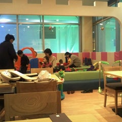Photo taken at Teddy Bear Kidsteria by Yoonsuh K. on 12/3/2011