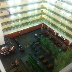 Photo taken at Embassy Suites by Hilton Chicago Downtown Magnificent Mile by Peter L. on 8/22/2011