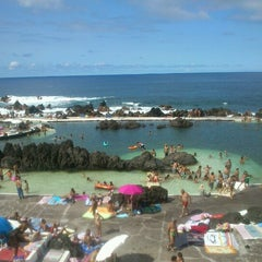 Photo taken at Piscinas Naturais do Porto Moniz by Hélia M. on 8/26/2012