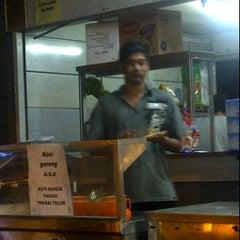 Photo taken at Kedai Makan Tajul by Ijat M. on 2/20/2012