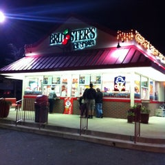 Photo taken at Bruster's Real Ice Cream by Ching Y. on 11/14/2011