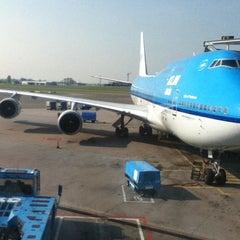 Photo taken at KLM Flight KL643 [AMS - JFK] by Iván F. on 4/18/2011