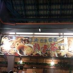 Photo taken at Kuta Bali Cafe (峇里城食坊) by Nic L. on 9/3/2011