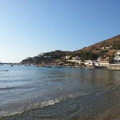 Photo taken at Παραλία Κινίου (Kini Beach) by Shokhzod Y. on 9/6/2012