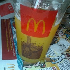 Photo taken at McDonald's by Eder J. on 7/24/2012