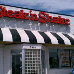 Photo taken at Steak 'n Shake by Kirk K. on 8/18/2012