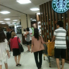 Photo taken at 이마트 (emart) by Doron W. on 9/8/2012