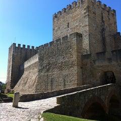 Photo taken at Castelo de São Jorge by Glenda G. on 8/1/2012