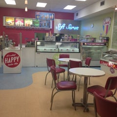 Photo taken at Carvel Ice Cream by Courtney X. on 5/17/2012