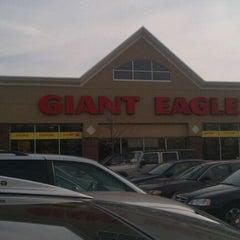 Photo taken at Giant Eagle Supermarket by Shaun D. on 11/19/2011