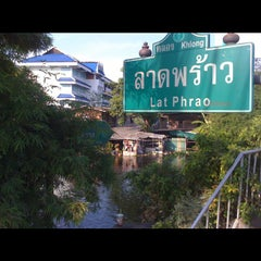 Photo taken at สะพาน2 by Phu B. on 11/8/2011