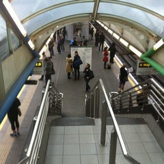 Photo taken at Hammersmith London Underground Station (District and Piccadilly lines) by Laurensa on 6/8/2012