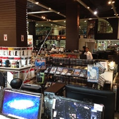 Photo taken at Hitech Import by KINGUINNESS DJ on 3/24/2012