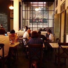 Photo taken at L'USINE: Et la Cafeteria de L'Usine by Li-May on 1/28/2011