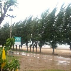 Photo taken at Sam Roi Yod Holiday Resort by เกี๊ยวซ่า on 7/30/2011
