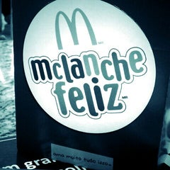 Photo taken at McDonald's by Ana Paula S. on 11/10/2011