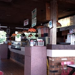 Photo taken at Vinni's Pizzarama by Cecil K. on 10/2/2011