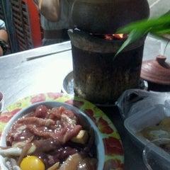 Photo taken at อร่อยจังหมูจุ่ม by ekkawit s. on 1/13/2012