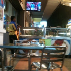 Photo taken at Restoran Khaleel by Iwan M. on 8/13/2011