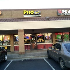 Photo taken at Pho Huy by Eric Y. on 8/26/2012