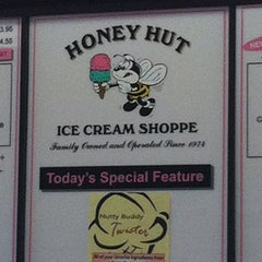 Photo taken at Honey Hut Ice Cream Shoppe by Rich G. on 6/27/2012