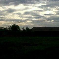 Photo taken at สะพานข้ามทางรถไฟ บ้านโป่ง by Varit N. on 9/18/2011