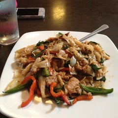 Photo taken at Swadeee Thai by ALICE' on 9/12/2012
