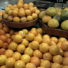 Photo taken at Giant Eagle Supermarket by Shannon M. on 1/19/2012