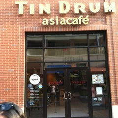 Photo taken at Tin Drum Asiacafé by Mary L. on 5/25/2012