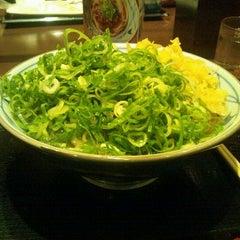 Photo taken at 丸亀製麺 仙台東口店 by Satoru A. on 10/26/2011