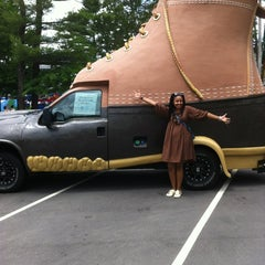 Photo taken at L.L.Bean Home Store by Roxanne U. on 7/7/2012
