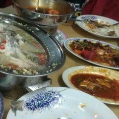 Photo taken at Restoran Makanan Thai Asli / Om Fruit Juice by Ahmad D M. on 10/8/2011