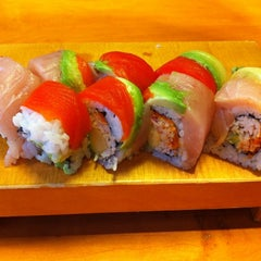 Photo taken at Sushi Itoga by Muerta R. on 5/5/2011