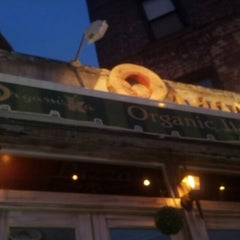 Photo taken at Organika - Organic Bar & Kitchen by Alisha O. on 8/8/2012