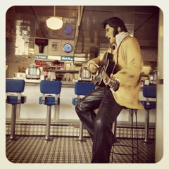 Photo taken at Soda Rock Diner by SwiLung T. on 11/17/2011