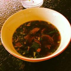 Photo taken at ก๋วยเตี๋ยวยักษ์ใหญ่ (Yakyai Noodle) by gto191 on 4/10/2012