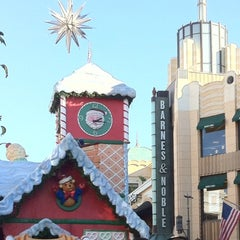 Photo taken at The Grove by ✿NAO✿ on 12/7/2011