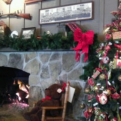 Photo taken at Cracker Barrel Old Country Store by Vinny L. on 12/29/2011