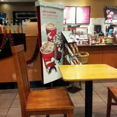 Photo taken at Starbucks by Melodi E. on 12/23/2011