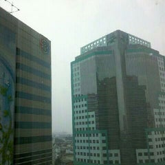 Photo taken at อาคารมาลีนนท์ (Maleenont Tower) by Jirasak N. on 3/12/2012