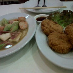 Photo taken at Mr. Meng Dim Sum @ Seacon Square by Paveena P. on 3/10/2011