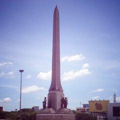 Photo taken at BTS อนุสาวรีย์ชัยสมรภูมิ (Victory Monument) N3 by Patchy on 7/16/2012