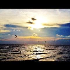 Photo taken at หาดวอนนภา (Wonnapa Beach) by Namz B. on 5/29/2012