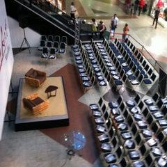 Photo taken at Livrarias Curitiba by Rodrigo M. on 6/14/2012
